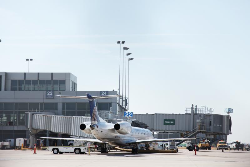 A plane waits for passengers to load at ABIA.