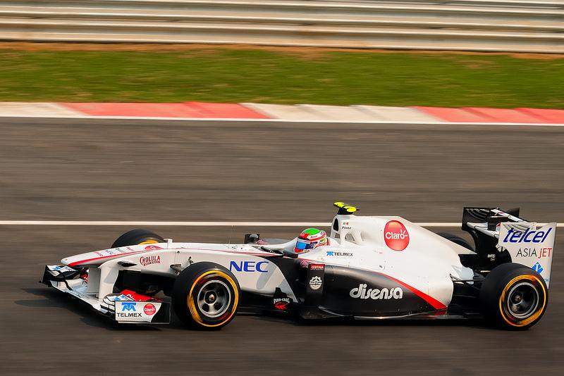 Sergio Pérez rounds the F1 track in 2011.