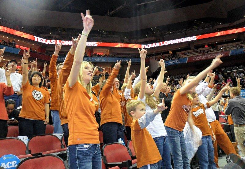 Fans put their horns up as Texas beat Michigan