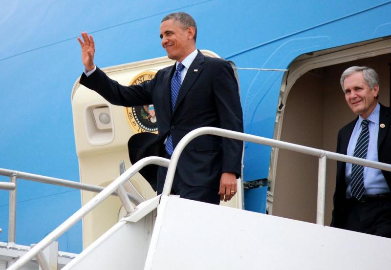 Pres. Obama landing in Austin. Obama is visiting Manor New Tech High School today.
