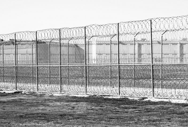 Even before a visitor arrives to the prison where death row inmates are housed in Livingston, the area is surrounded by rows and rows of barbed wire.