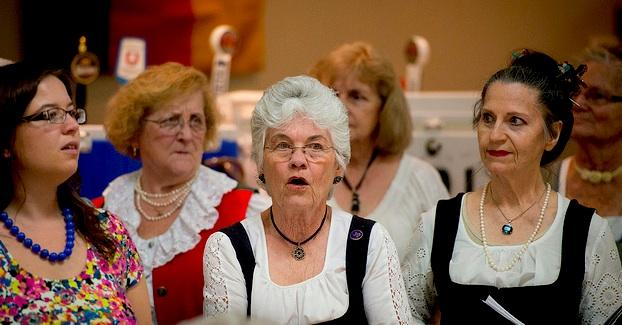 The Saengerrunde Damenchor began singing in 1959 at the Austin Saengerrunde. The women usually rehearse on Monday evenings.