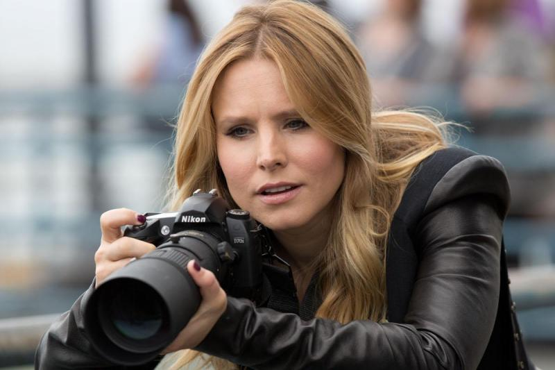 Kristen Bell reprises her role as Veronica Mars in the film based on the characters in the TV show.
