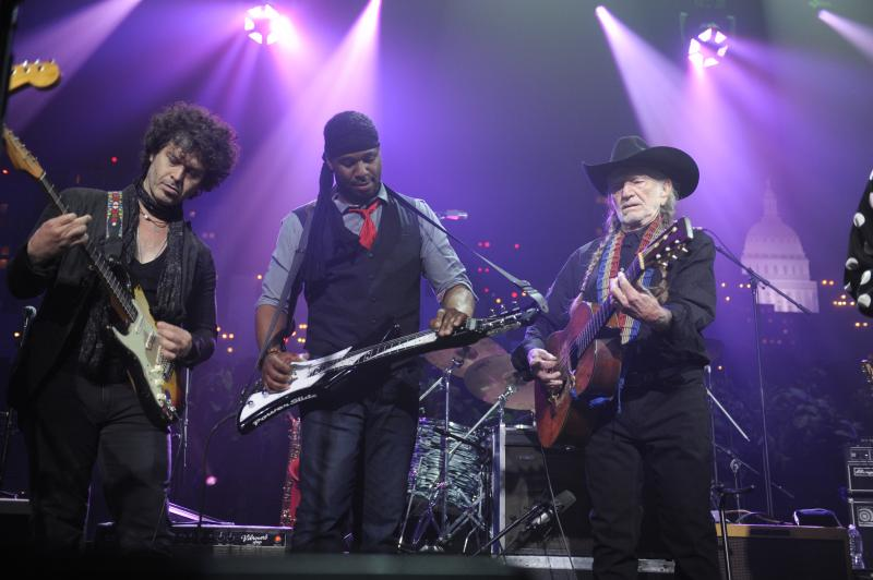 Doyle Bramhall II, Robert Randolph and Willie Nelson perform together at the finale.