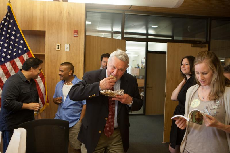 Austin Mayor Lee Leffingwell tries a migas taco from Veracruz All Natural.