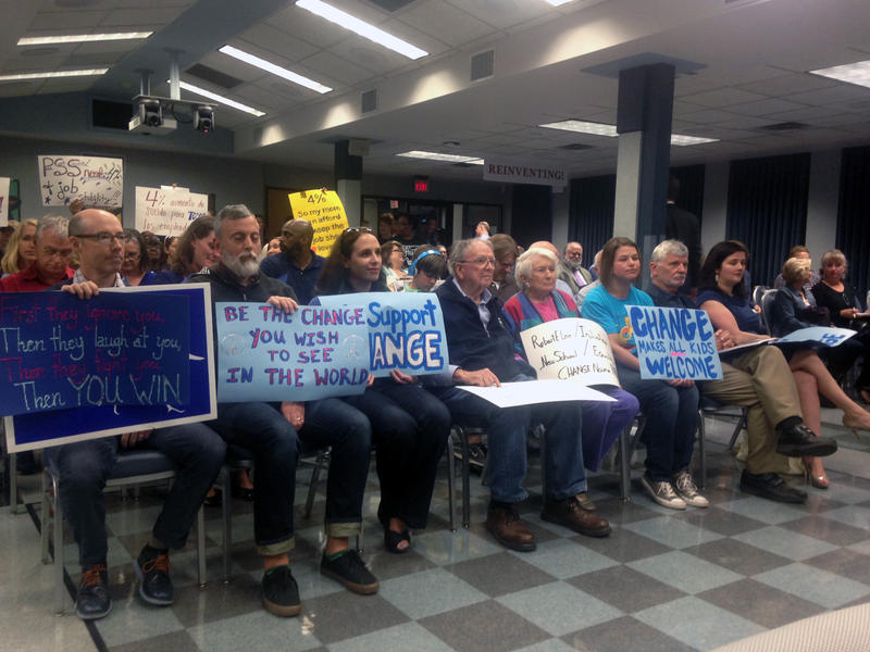 The Austin School Board voted last night to change the name of Robert E. Lee Elementary in Hyde Park.