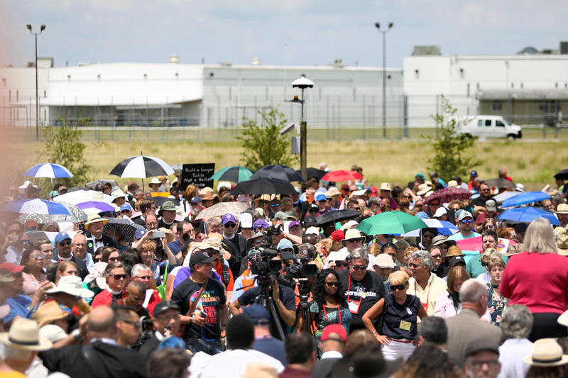 Responding to calls from Episcopalians across the church to act on behalf of families seeking asylum at the southern U.S. border, a team of concerned leaders held a prayer service outside the T. Don Hutto Residential Detention Center in Taylor, Texas.