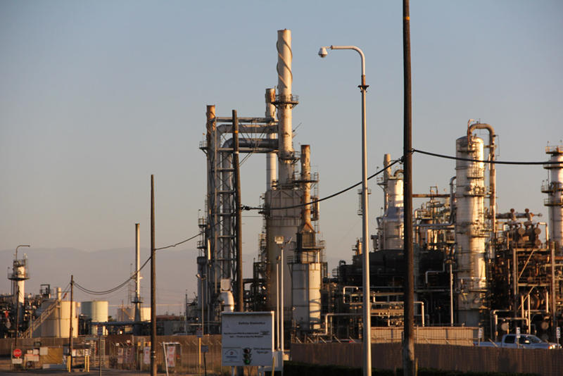 The Alon oil refinery in Bakersfield on Rosedale Highway