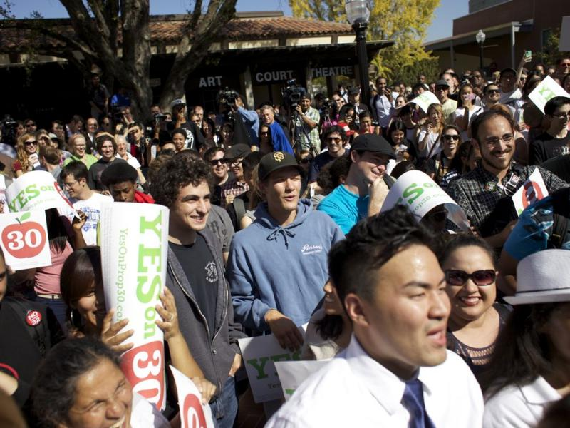 The crowd of students at Sacramento City College at a Yes on Prop 30 rally Thursday