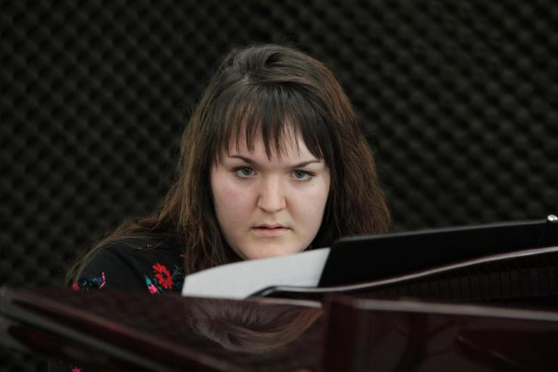 Pianist Rebecca Messer performs on FM89's Young Artists Spotlight