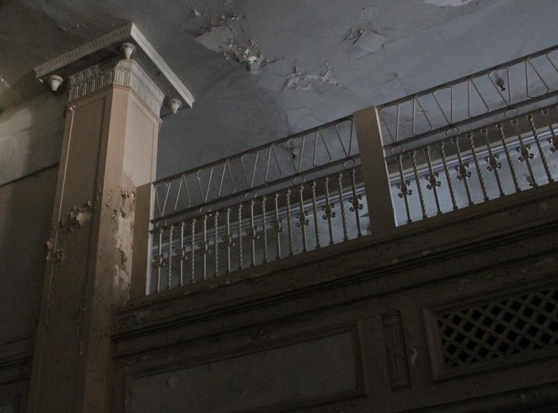 Many architectural details remain on the building's mezzanine level.