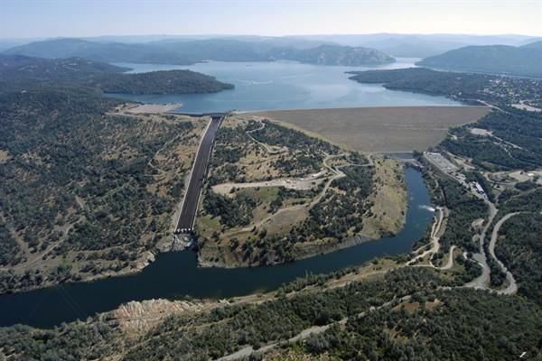 Aerial view of the Oroville Dam in Oroville, California. Behind it, the state's largest reservoir.