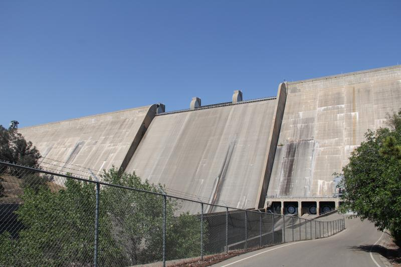 Friant Dam is made up of two different types of aggragrate.