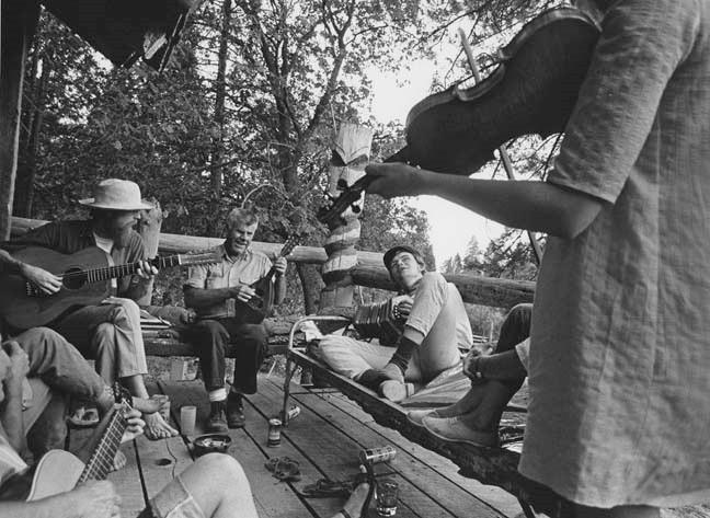 Folk musicians perfom at Sweet's Mill