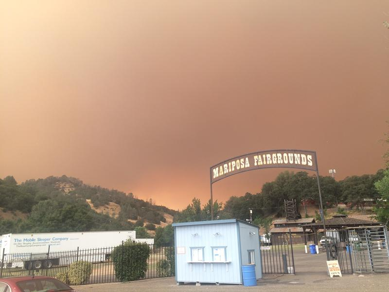 The Detwiler Fire approaches the Mariposa Fairgrounds Tuesday