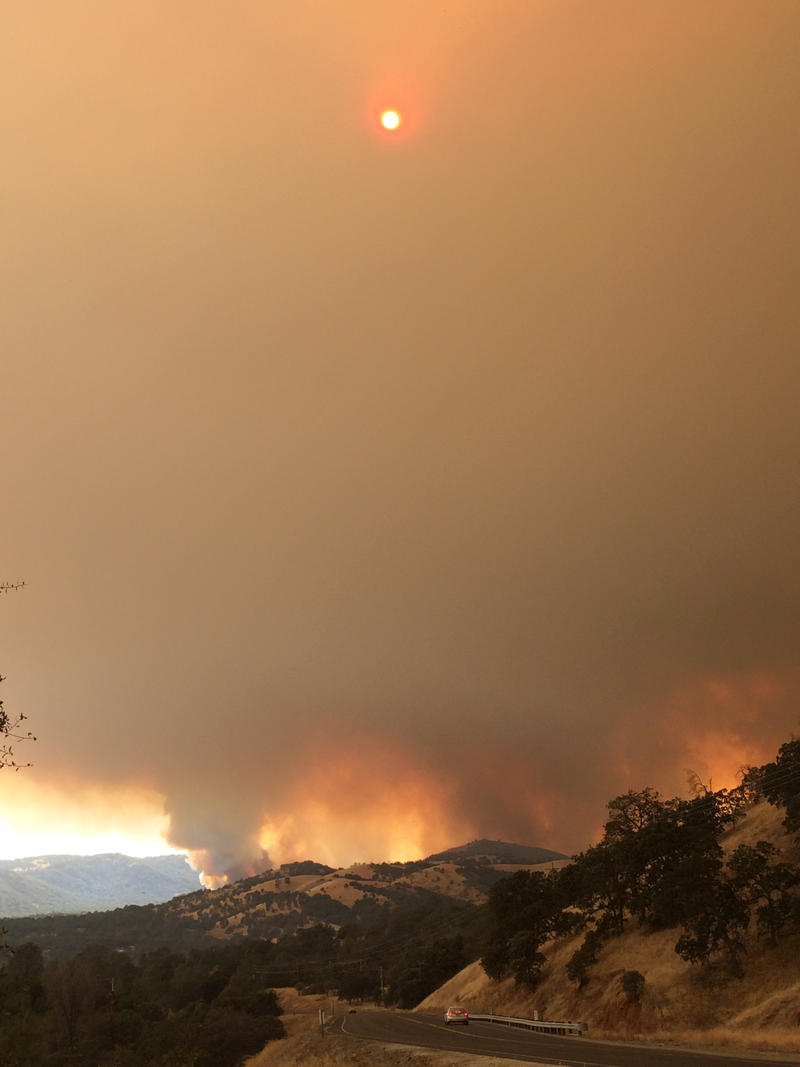 The Detwiler Fire approaches the Mariposa Tuesday