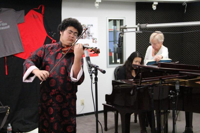 Bakersfield violinist Samuel Lang performs live in-studio at Valley Public Radio