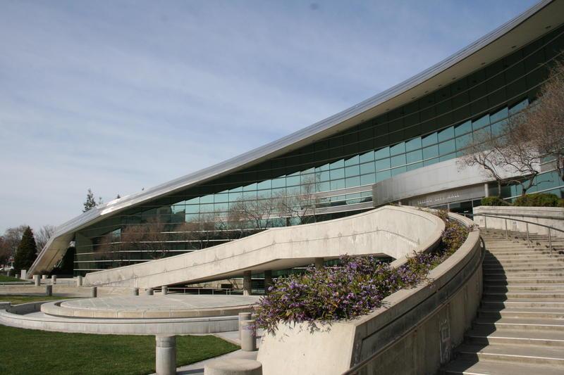 Fresno City Hall, designed by architects Arthur Erickson and William Patnaude