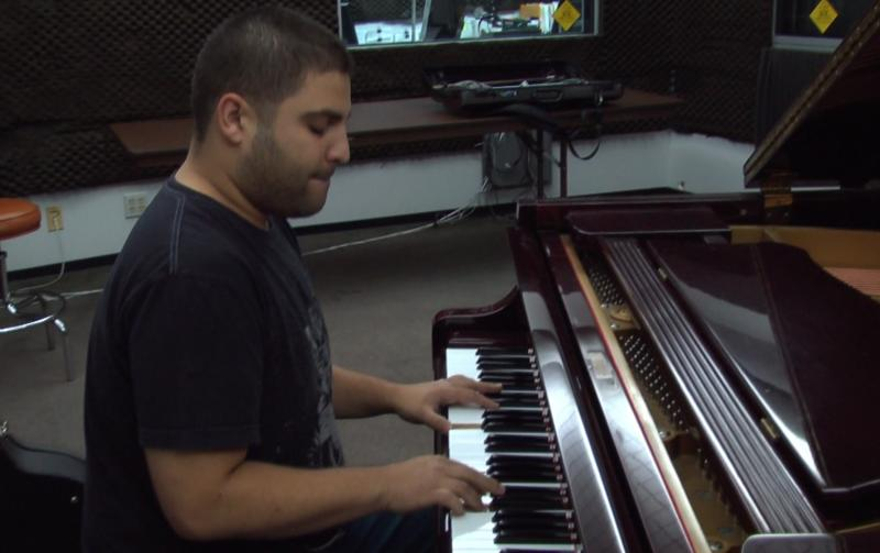 Pianist Omar Nare performs live on Valley Public Radio