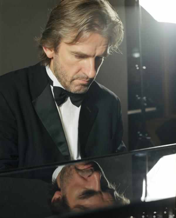 Pianist Barry Douglas will perform in Fresno on Sunday February 24, 2013.