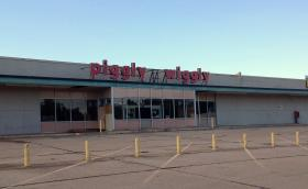 The closed Piggly Wiggly supermarket on East Admiral following this morning's fire.