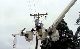 Utility crews work to restore power in southern Oklahoma