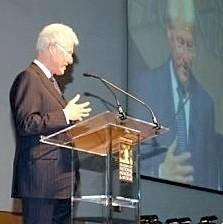Bill Clinton receives award in Oklahoma City.