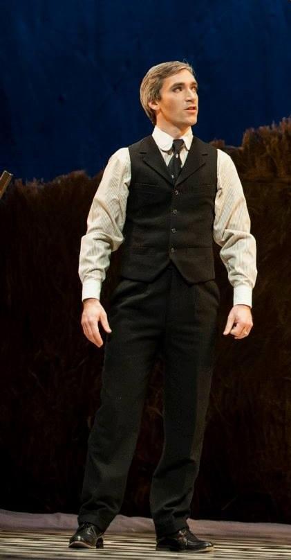 Stefan Michael Barner as Frank Shallard