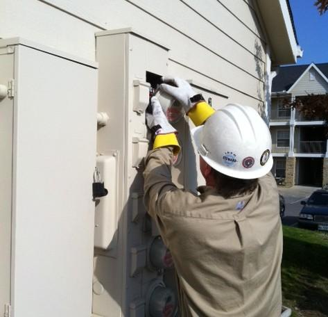 A P-S-O technician installs smart meters at T-U