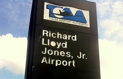 Entrance to Jones Airport near Jenks