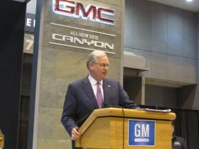 Gov. Jay Nixon lauds new GM vehicles during visit to St. Louis Auto Show