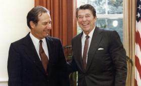Murray Weidenbaum and President Ronald Reagan