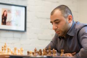 Varuzhan Akobian playing chess