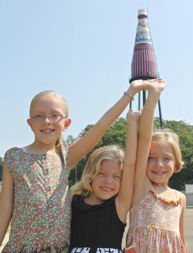 Kendyl, Annabella and Victoria Stajduhar of O'Fallon, Ill., give the catsup bottle a hand.