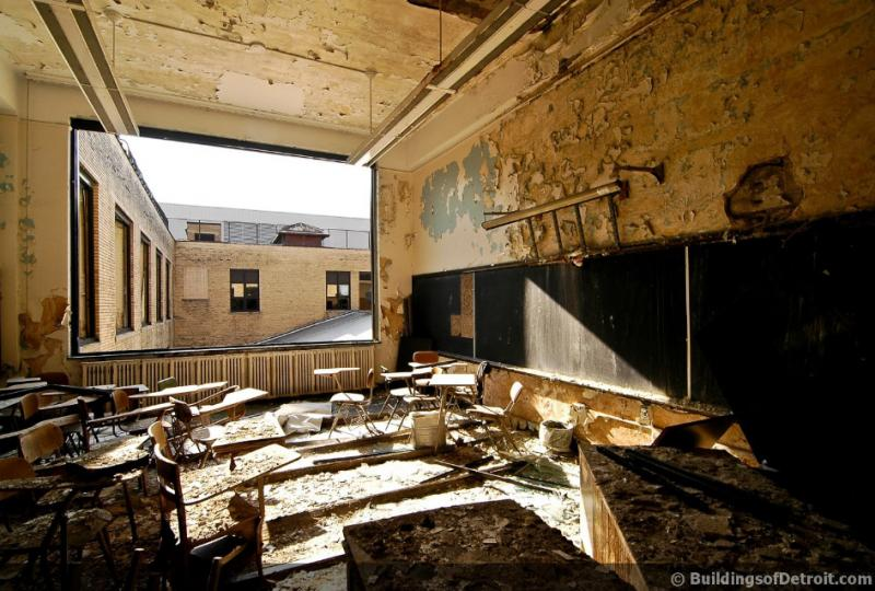 A classroom in the old Cass Tech building (BuildingsofDetroit.com)