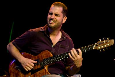 Charlie Hunter in 2009 (Tak Tokiwa)