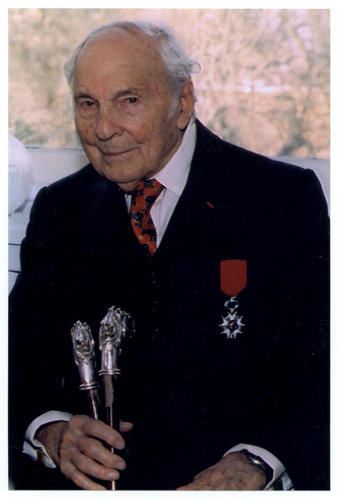 Frank Buckles at 106 years old wearing his French military decoration, the Légion d'honneur, for an interview with the U.S. Library of Congress in 2007.