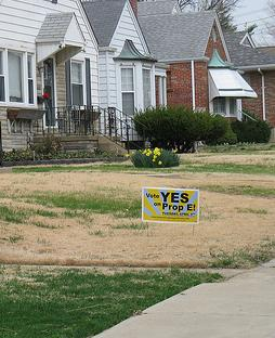A sign promoting the passage of Proposition E in St. Louis.