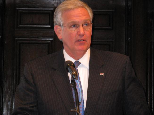 Mo. Gov. Jay Nixon (D) criticizes the GOP-led Mo. Senate for not passing unemployment benefits and federal school funds.