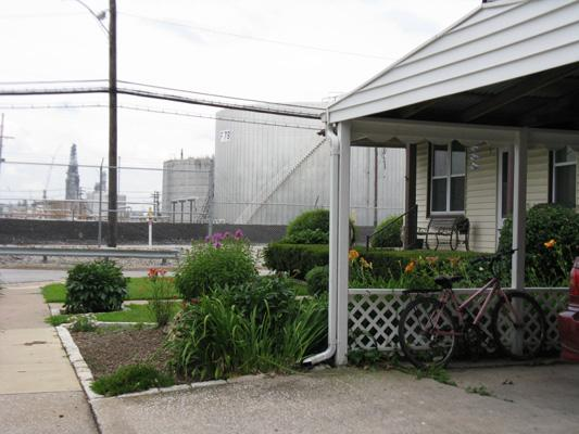 Shell Oil has been testing for toxic vapors in and under homes in this Roxana neighborhood adjacent to the Wood River Refinery.