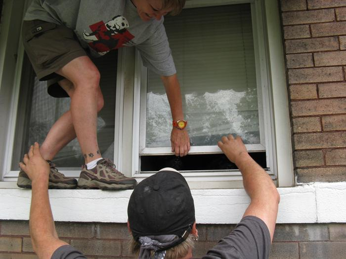 A police report said the doors would be open, but Randy and his fellow rescuer Donna Lochmann have to improvise when that turns out to be wrong.