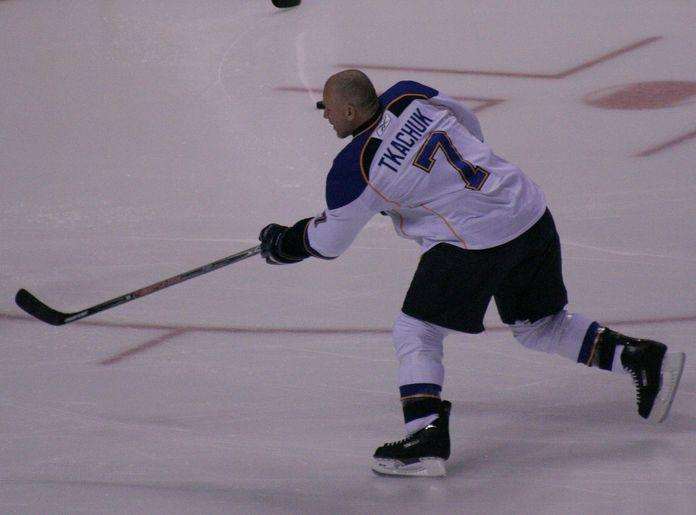 Former Blue Keith Tkachuk, shown here warming up before a game, has been selected for the U.S. Hockey Hall of Fame.