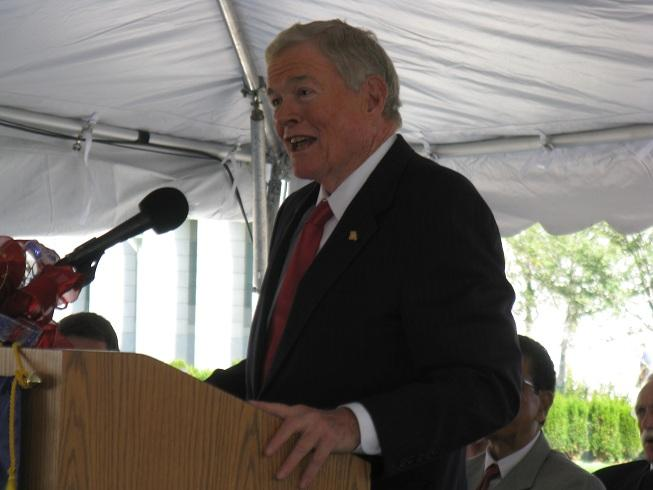 Former Mo. Gov. and U.S. Senator Kit Bond (R) addresses the crowd at today's ribbon-cutting ceremony outside the new federal courthouse in Jefferson City.