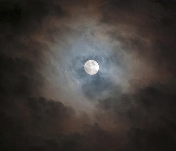 Last week's full moon. Click to view large.