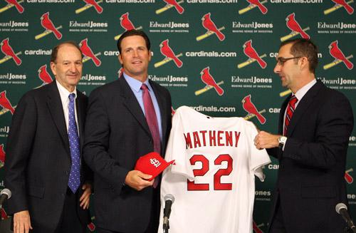 New St. Louis Cardinals manager Mike Matheny (C) holds his jersey with general manager John Mozeliak as team owner Bill Dewitt Jr. (L) looks on  at Busch Stadium in St. Louis on Nov. 14, 2011. Matheny becomes the team's 49th manager.