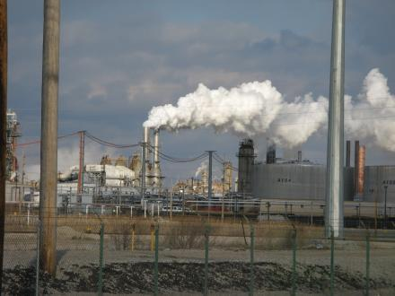 A view of the Wood River Oil Refinery in Roxana, Ill.