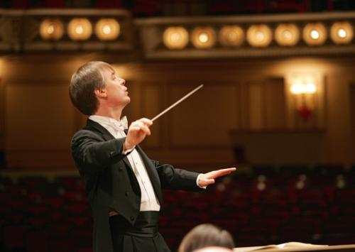 David Robertson conducting at Powell Hall