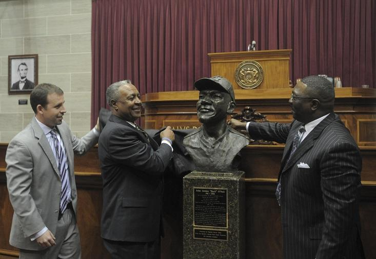 (l-r) Mo. House Speaker Steven Tilley (R, Perryville), former KC Royals player Frank White, and Negro Leagues Museum President Bob Kendrick, unveil a bust of KC Monarchs legend Buck O'Neil.