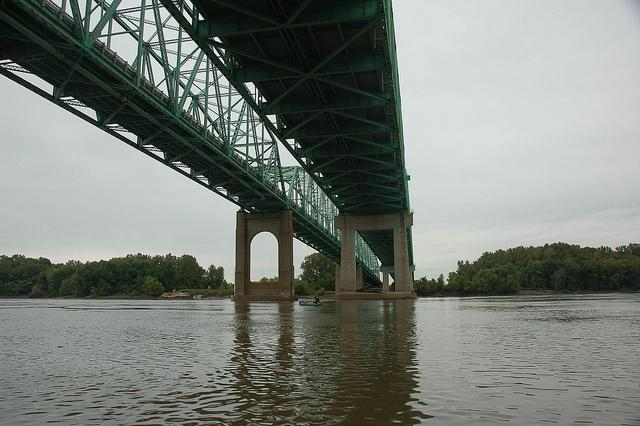 A joint venture of Alberici Enterprises and Walsh Construction Co. has won the $111 million contract to rebuild the Daniel Boone Bridge, which crosses the Missouri River at Chesterfield.