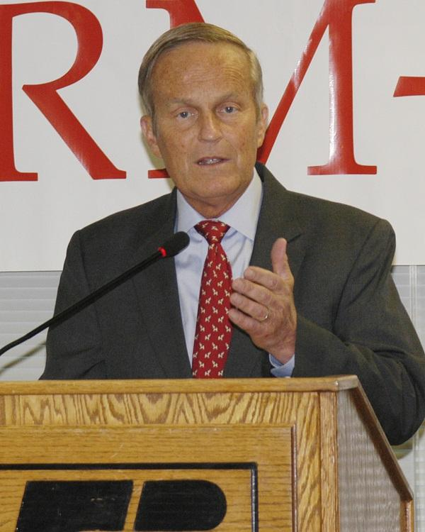 Todd Akin (R), addresses Mo. Farm Bureau members Aug. 10, 2012.